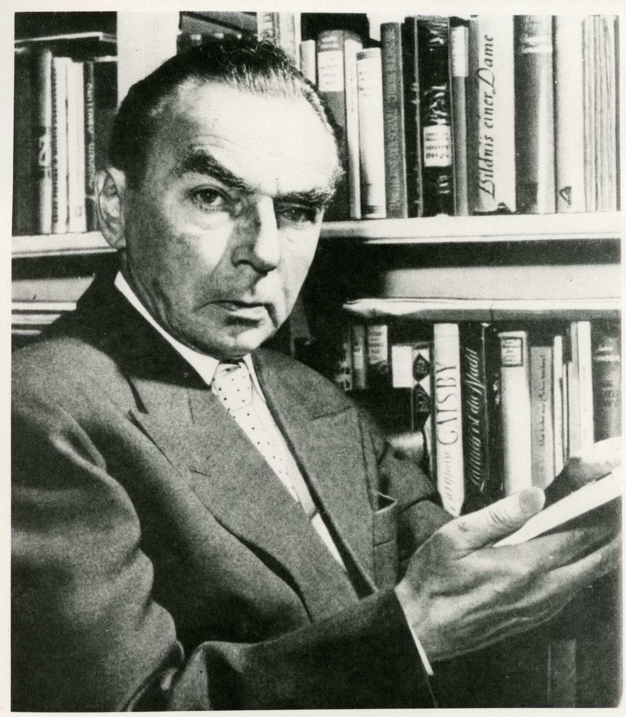 Porträtfotografie des bekannten Schriftstellers Erich Kästner, ...