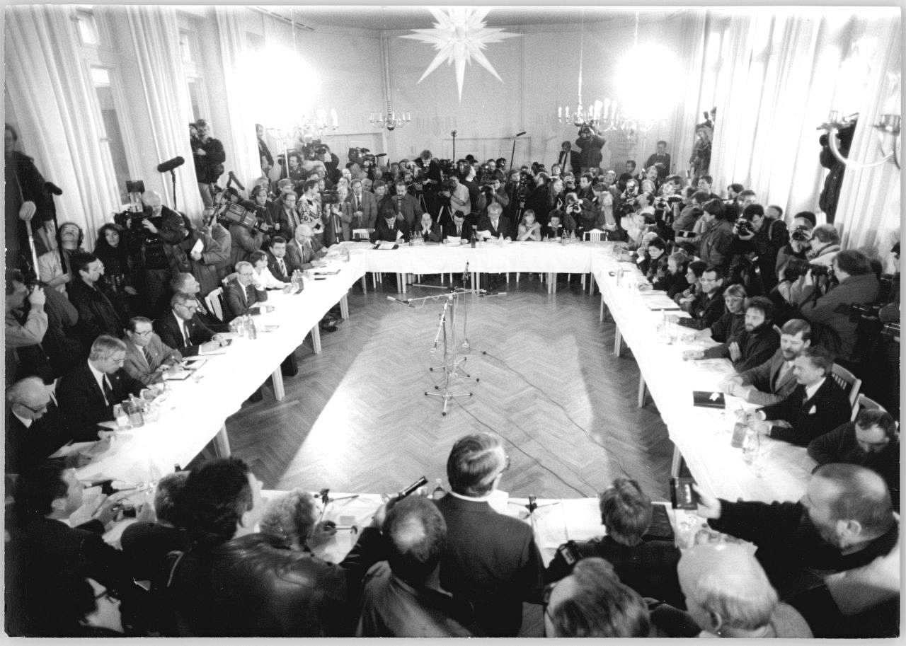 Der Runde Tisch : lemo kapitel der runde tisch ~ Yasmunasinghe.com Haus und Dekorationen