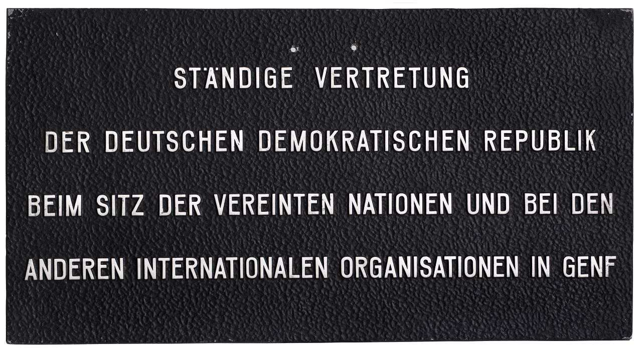 Schild der Ständigen Vertretung der Deutschen Demokratischen Republik beim Sitz der Vereinten Nationen und bei den anderenen internationalen Organisationen in Genf