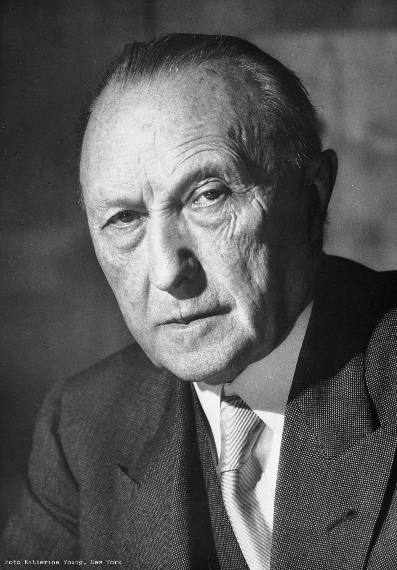Porträt von Bundeskanzler Dr. Konrad Adenauer, 1952.
