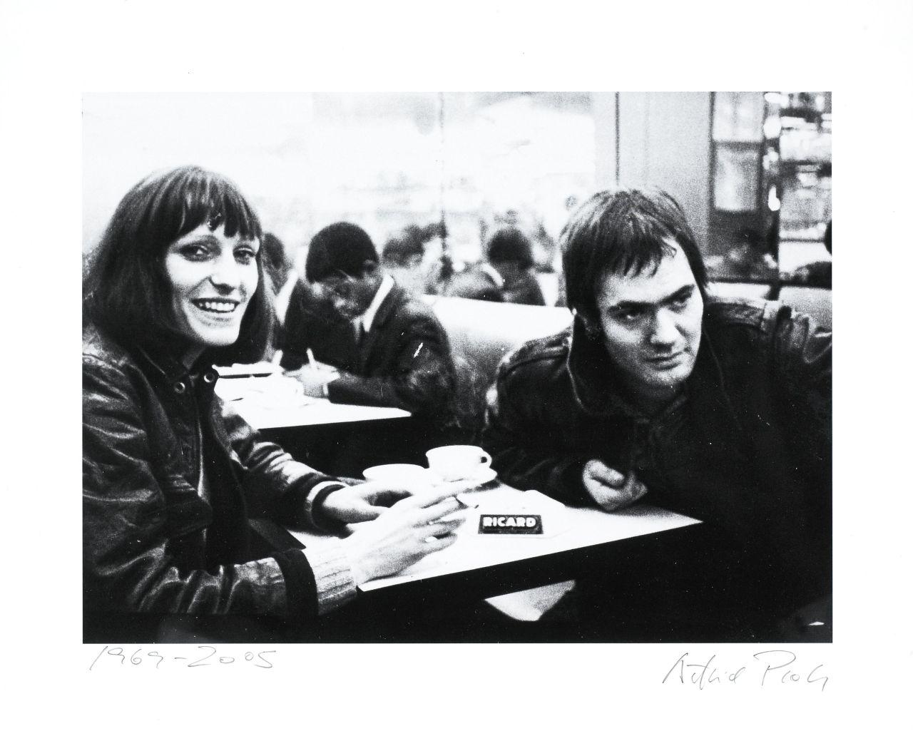 Foto: Gudrun Ensslin und Andreas Baader in einem Pariser Caféhaus