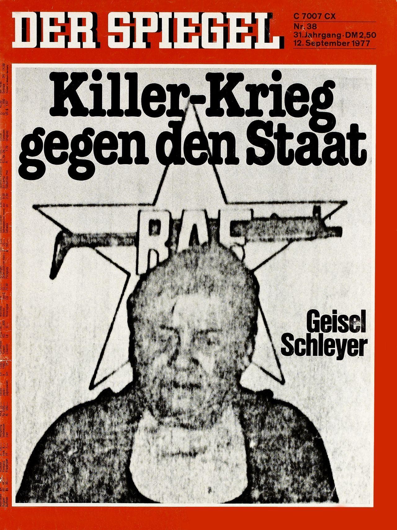 Auf dem Spiegel-Titelblatt Schwarzweiß-Foto mit dem Entführungsopfer Hanns Martin Schleyer, zu sehen vom Schulterbereich an aufwärts, im Hintergrund Abbildung des RAF-Emblems; schwarze Titelschlagzeilen 'Killer-Krieg gegen den Staat' und 'Geisel Schleyer'