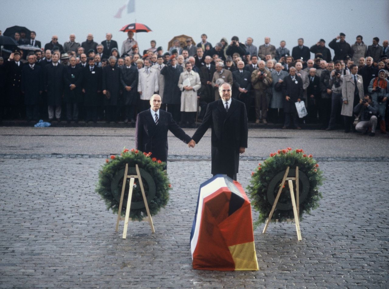 Foto Francois Mitterrand und Helmut Kohl in Verdun