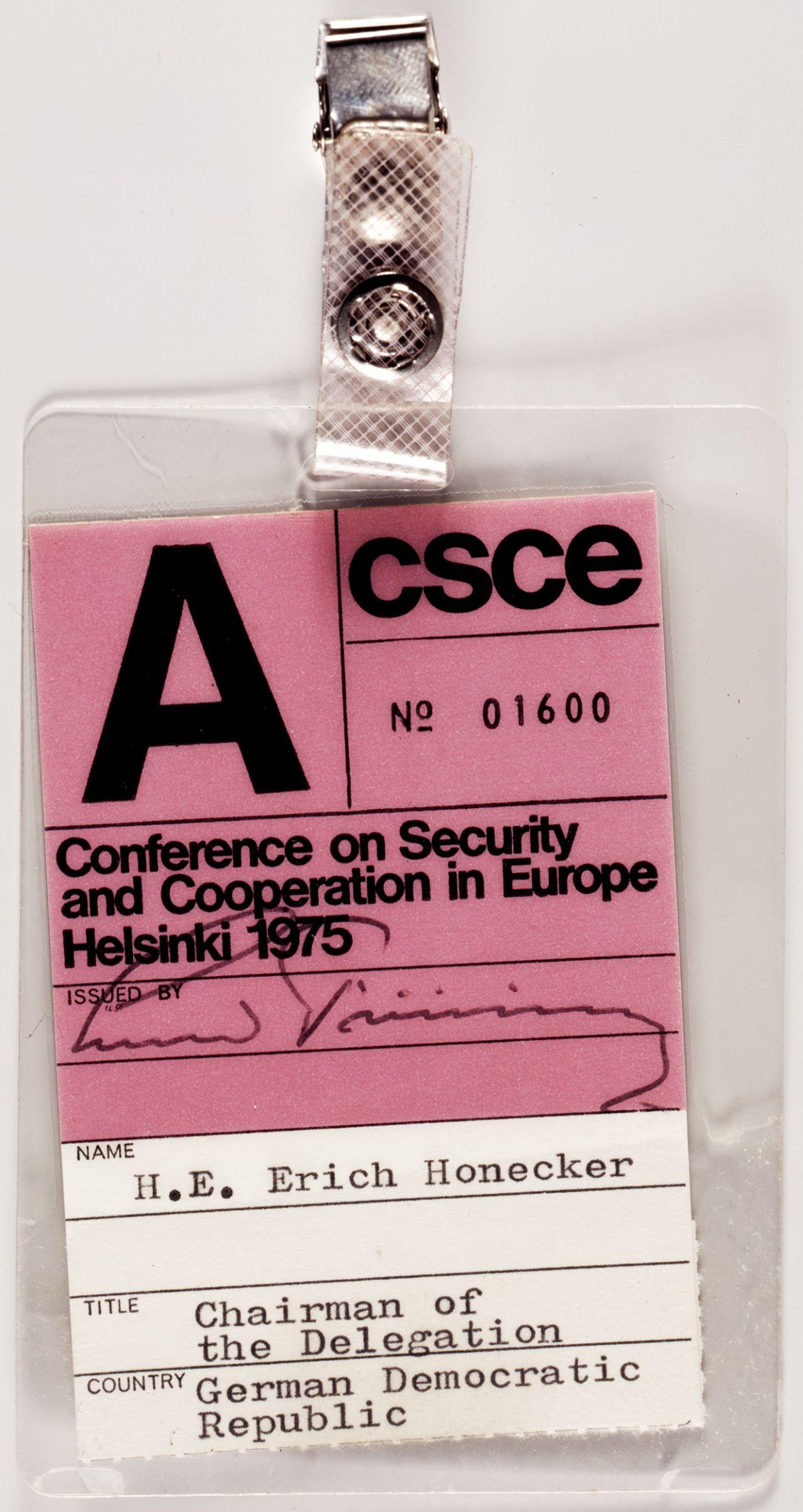 KSZE-Ausweis von Erich Honecker