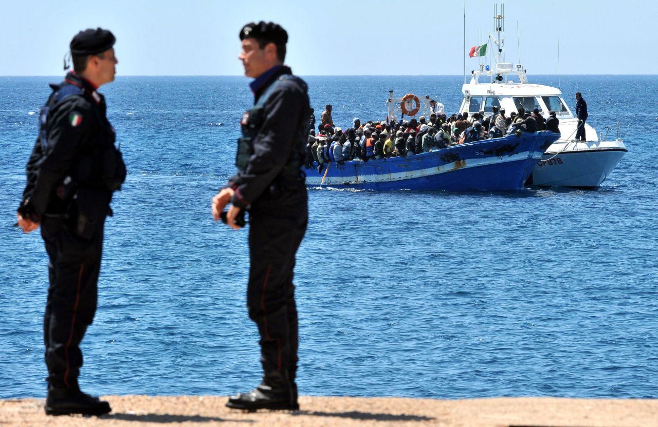 Lemo Objekt Boot Mit Fl 252 Chtlingen Vor Lampedusa
